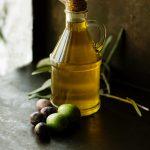 olive oil roberta-sorge-uOBApnN_K7w-unsplash